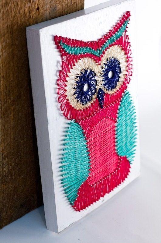 Оригинальная картина из цветных ниток на гвоздиках