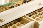 Фото 12 Шкаф для украшений (65+ идей): функционально и красиво