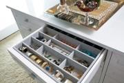 Фото 7 Шкаф для украшений (65+ идей): функционально и красиво