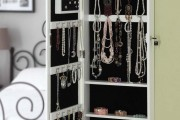 Фото 5 Шкаф для украшений (65+ идей): функционально и красиво