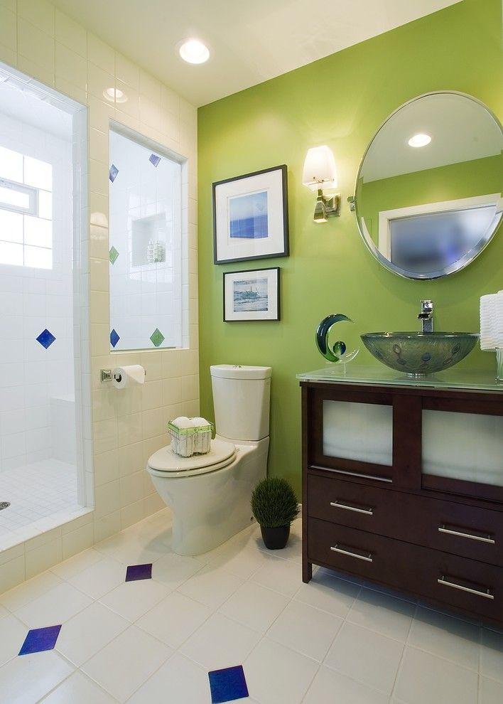 Сочетание белого с зеленым подходит также для оформления ванной комнаты