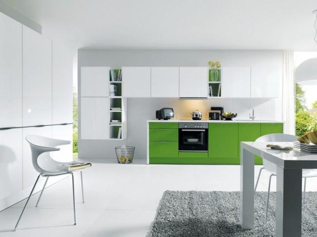 Современная стильная кухня в бело-зеленом оформлении