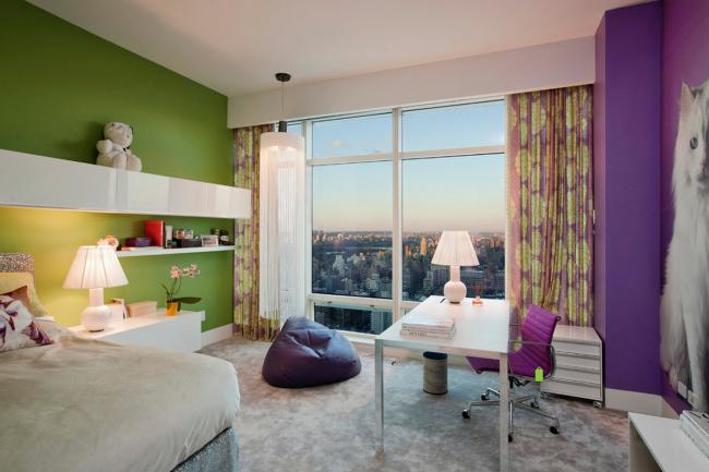 Нежное сочетание зеленого с фиолетовым и молочным в детской комнате