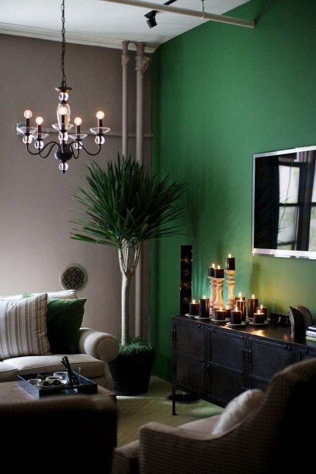 Зеленый вместе с пастельно-серым выглядит красиво и богато, идеально подойдет для гостинной