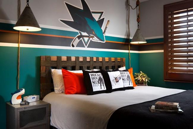 Оригинальная спинка кровати в комнате для подростка