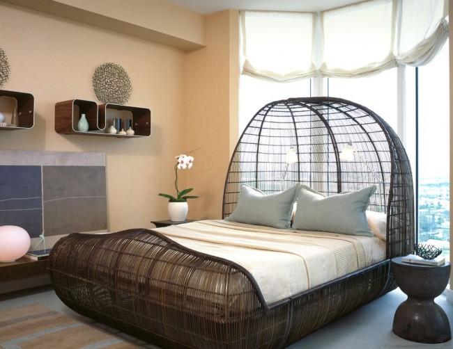 Необычная конструкция кровати делает комнату более интересной