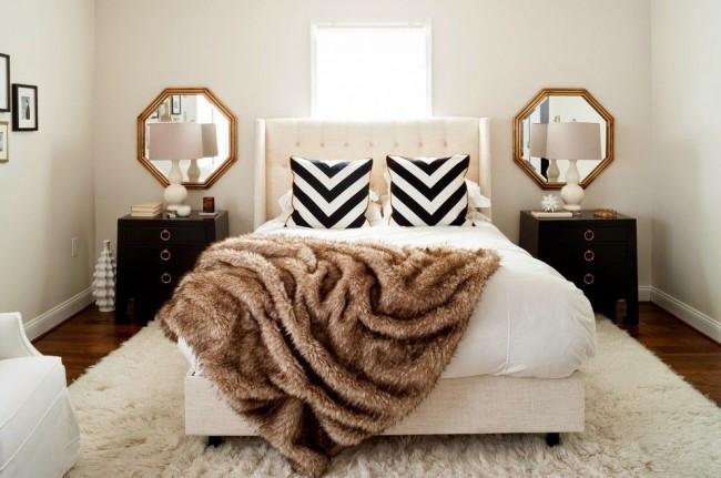 Меховые ковры и покрывала делают комнату шикарной и уютной