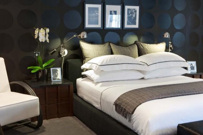 Красивая контрастная комната, дополненная флизелиновыми обоями