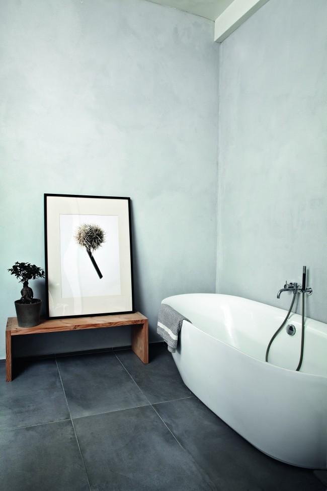 Темно-серый кафель в ванной комнате