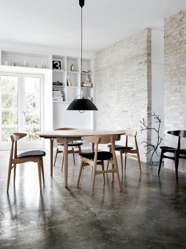 Серо-коричневый виниловый пол в столовой силя лофт