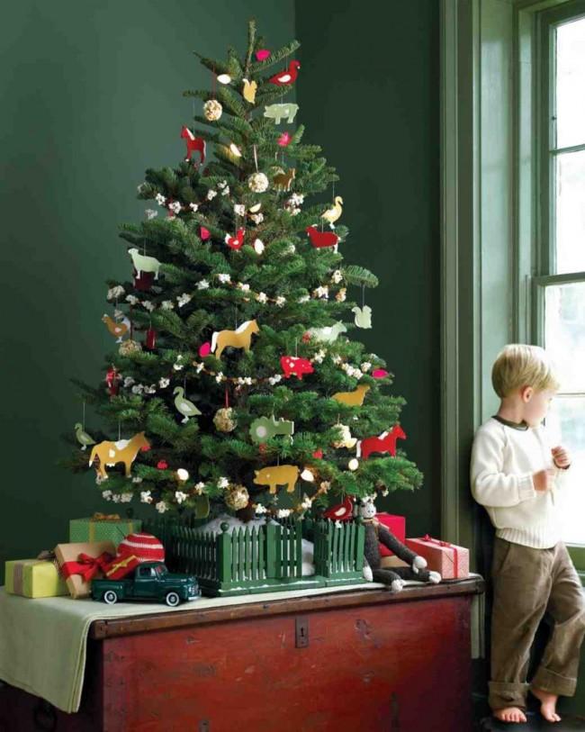 Стеклянные игрушки можно заменить на любые другие из безопасного материала