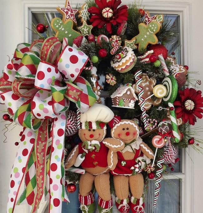 Новогодним веночком так же можно украсить внешнюю сторону окна