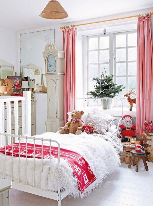 Маленький Дед Мороз у кроватки придаст новогоднего настроения малышу