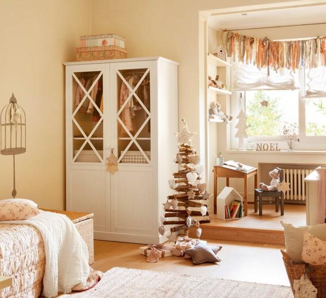 Нежная детская комната в кремовых тонах с необычной ёлочкой