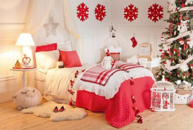 Празднично оформленная комната в ожидании новогоднего волшебства