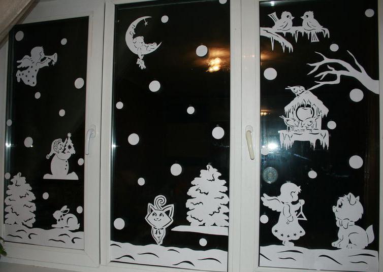 Как украсить окна к новому году вытынанками