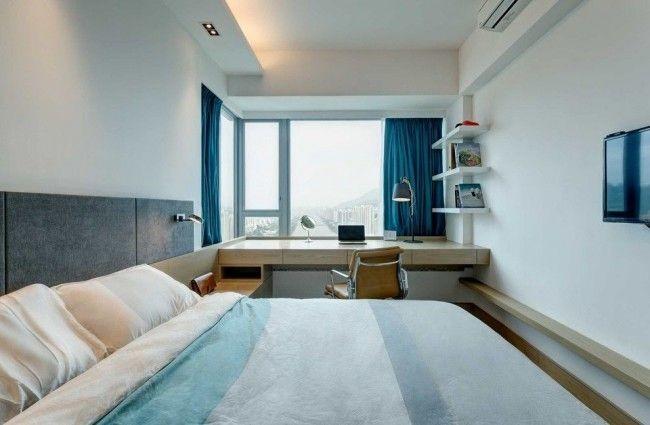 Чтоб спальня не казалась слишком вытянутой можно возле окна разместить необходимые предметы интерьера