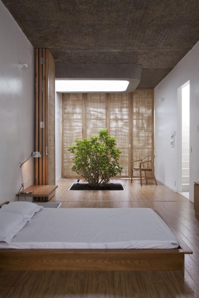 Кровать на подиуме, расположенная поперек