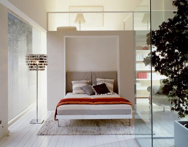 Перегородки из стекла увеличат узкую спальню
