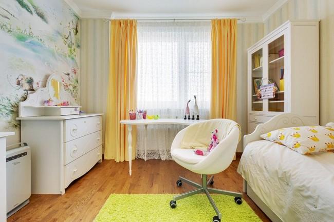 Удачная расстановка мебели в небольшой детской комнате