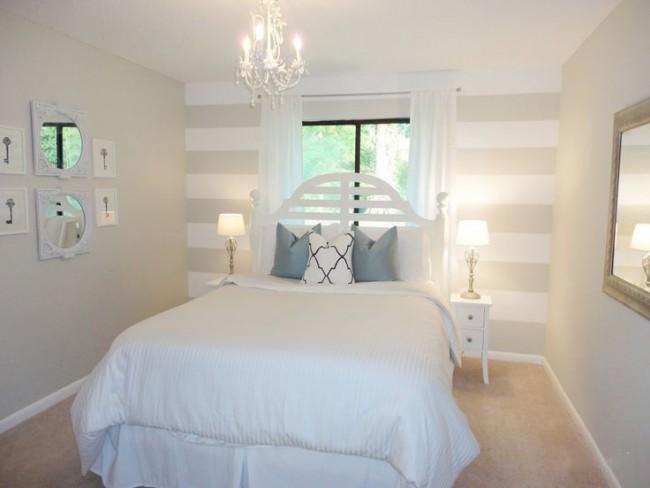 Маленькая кровать позволит оставить по бокам необходимое количество сантиметров, для комфортного подхода