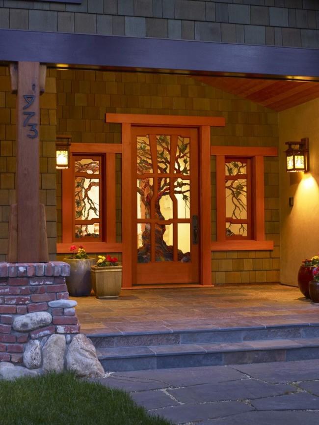 Витраж является ярким цветовым и световым решением интерьера