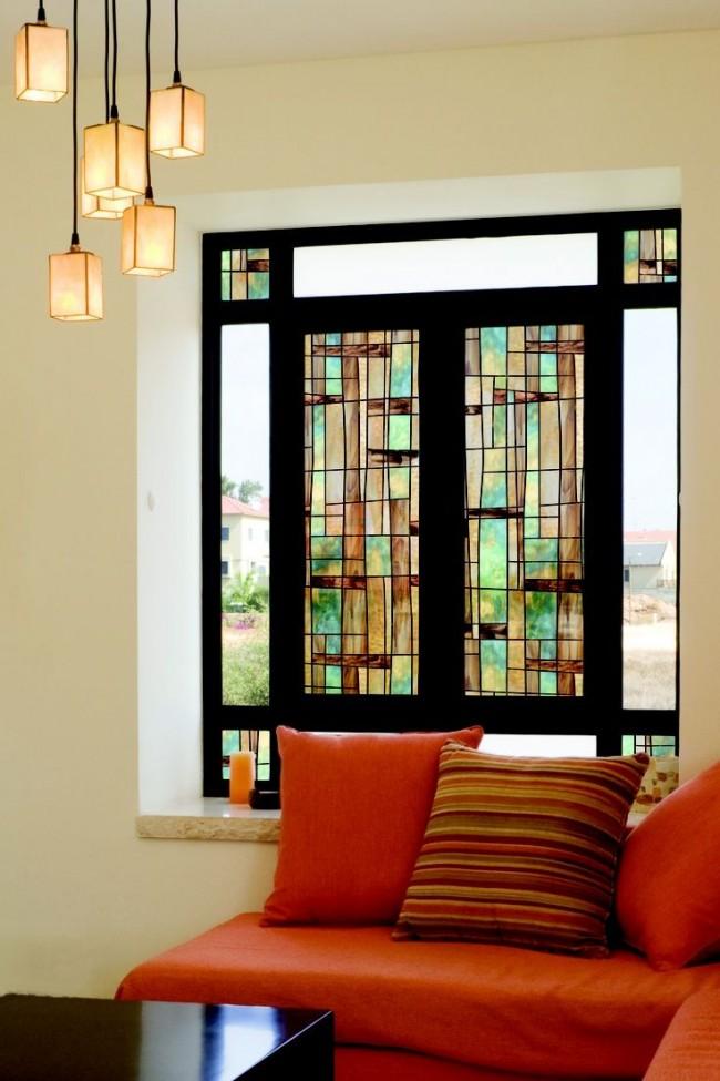 Самый простой и экономный способ украсить окно витражами - это пленочный витраж