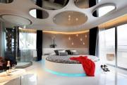 Фото 1 Роскошные зеркальные потолки в интерьере (90+ фото): лучшие идеи и советы дизайнеров