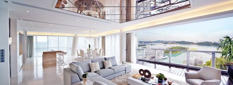 60 идей зеркальных потолков: универсально и эффектно