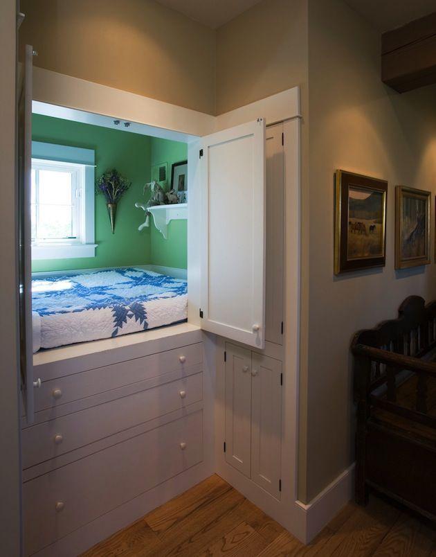 Оригинальное спальное место для ребенка, в закрытом виде выглядит, как шкаф