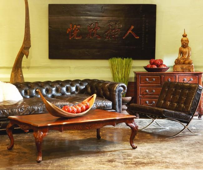 Хорошими цветами для оформления юго-западной гостиной станут терракота, охра, темные оттенки коричневого