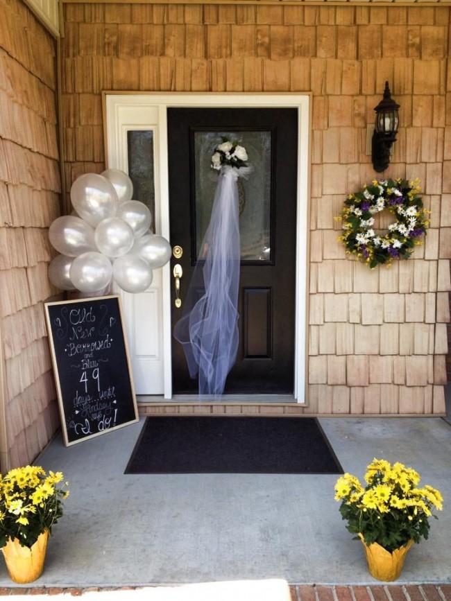 Вариантов для оформления дверного проема воздушными шарами великое множество, а праздничная атрибутика подбирается к событию