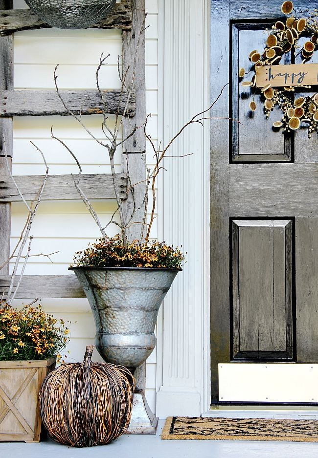 Осеннее оформление крыльца частного дома