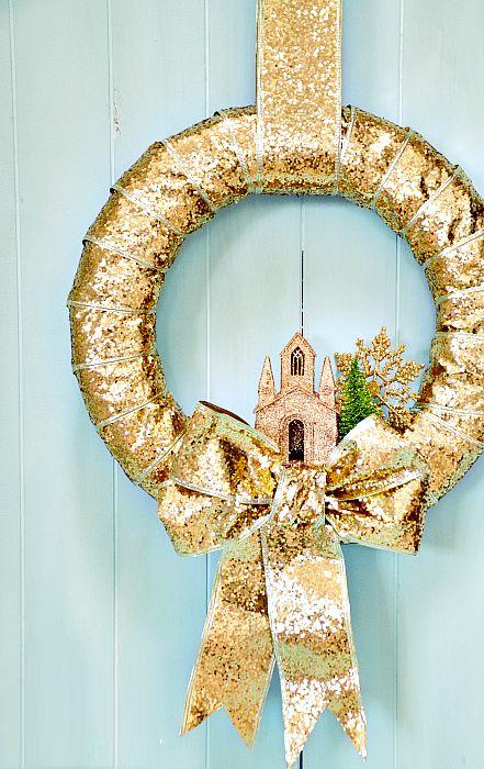 Современный минималистичный новогодний венок на сказочную тематику