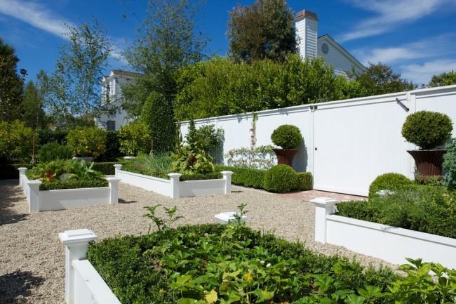 Дизайн грядок-клумб для загородной усадьбы в средиземноморском стиле