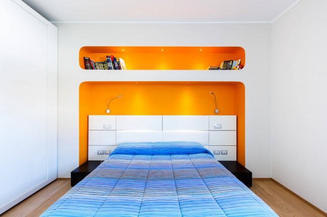 Отсутствие лишней мебели. защищенное изголовье кровати и плавные линии - хорошая спальня с точки зрения фэн-шуй