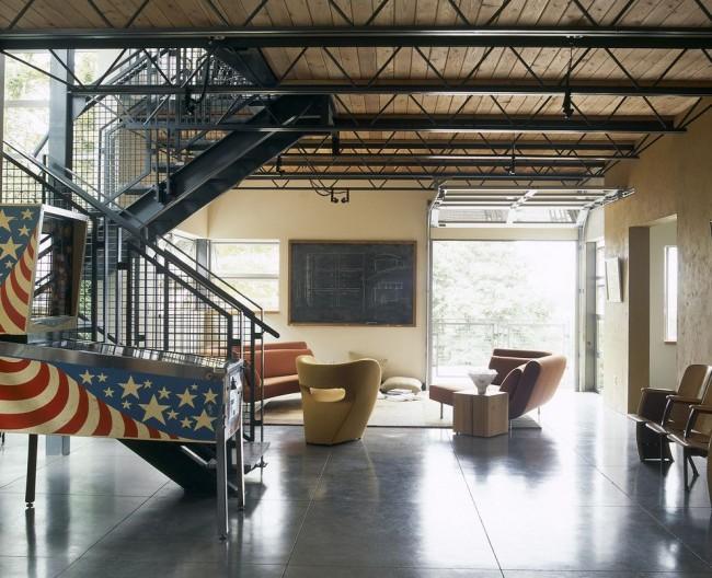 С потолочными балками в том или ином помещении и стиле всегда возникает ощущение чего-то необычного и эксклюзивного