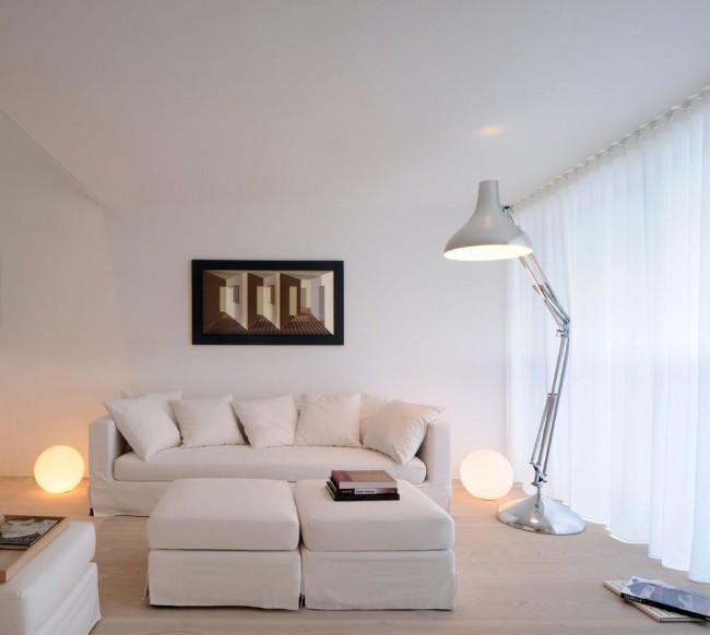 Кремовая мебель или цвета слоновой кости будет отлично смотреться в белом интерьере