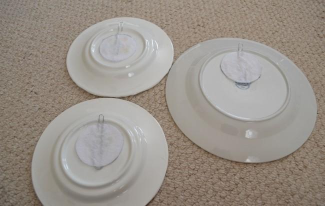 Крепление для тарелок, выполненное с помощь канцелярских скрепок