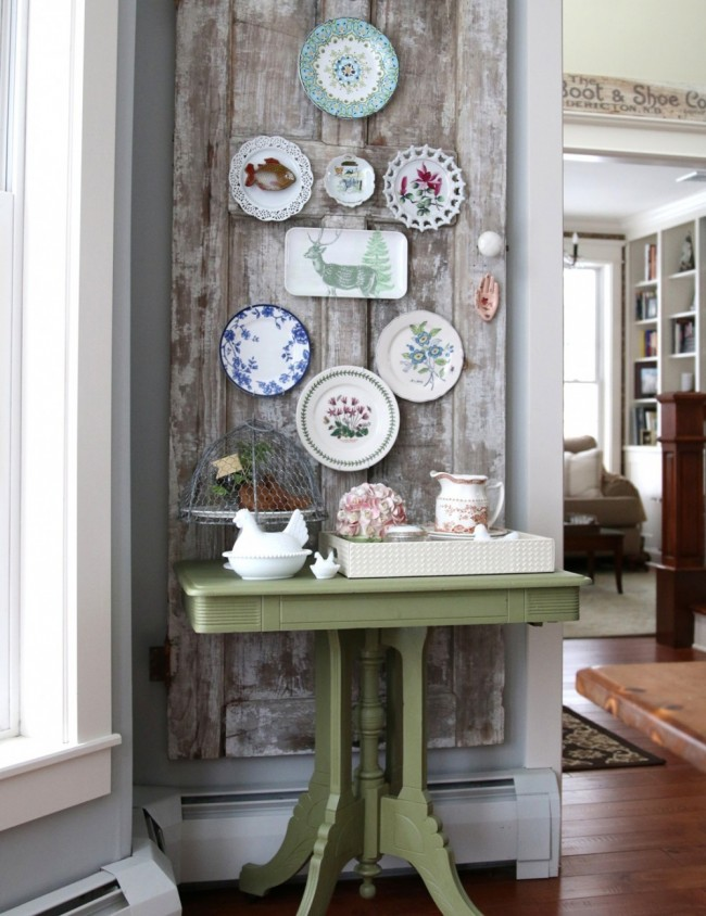 Декоративные тарелки разной формы, объединенные единой тематикой