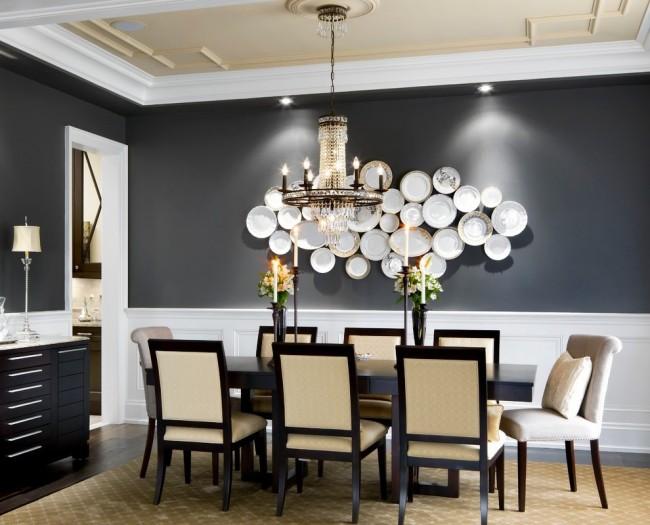 Декоративные тарелки на стене в классическом интерьере