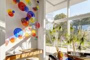 Фото 1 Декоративные тарелки на стену: 120+ ярких и запоминающихся фотоидей для уютного интерьера