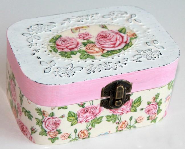 Одна из особенностей стиля шебби-шик - цветочные мотивы