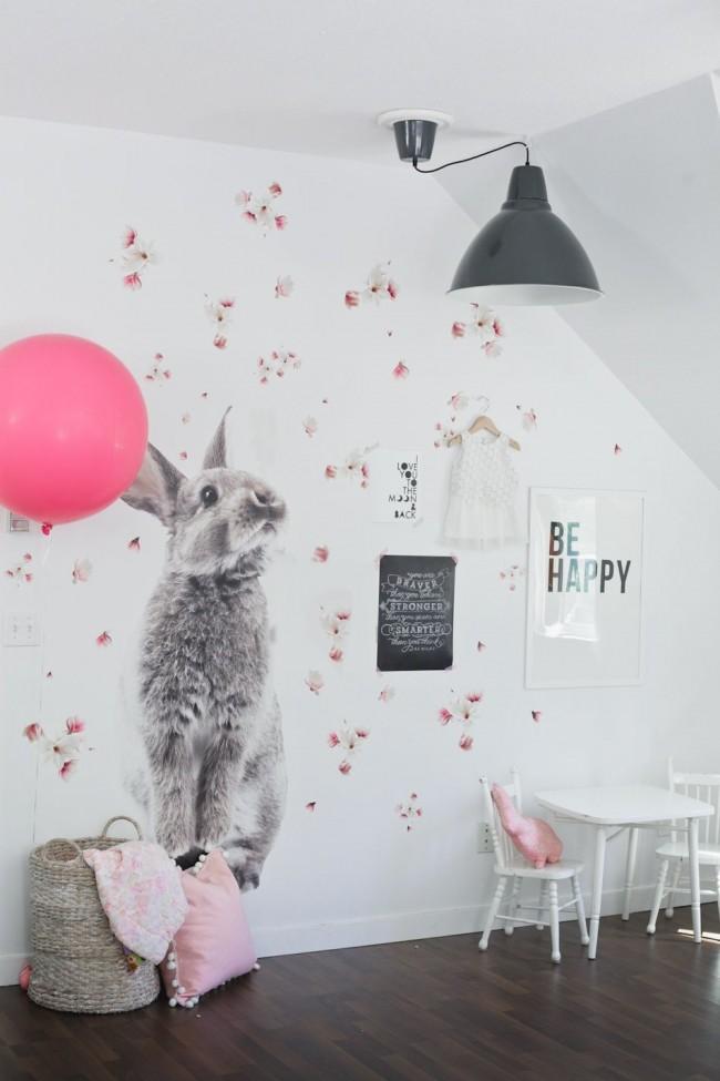 Наклейки на стены - один из видов украшения детской комнаты