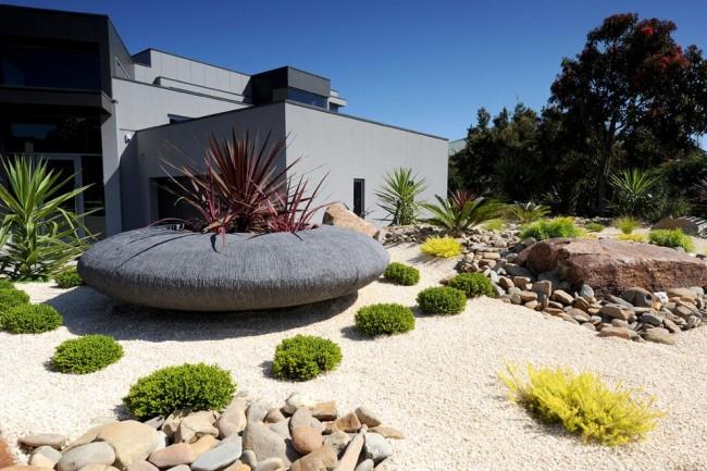 Многообразие решений стиля хай тек так же можно применить и в саду