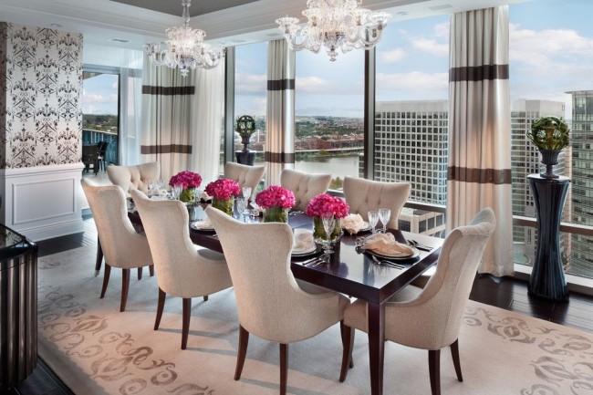 Светлая и нарядная столовая с панорамными окнами