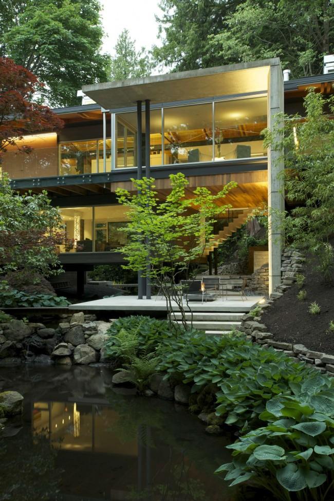 Двухэтажный дом с прекрасным видом на лес