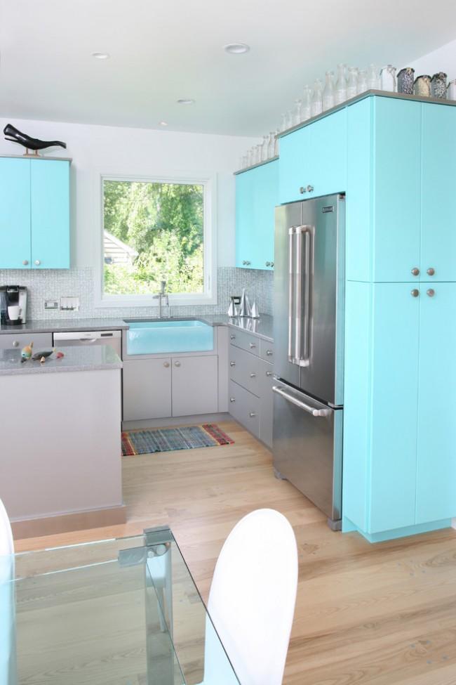 Контраст лазурно-голубого и серого цвета мебели
