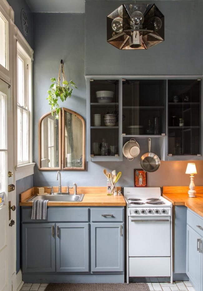 Угловая мебель удачно сэкономит место в кухне