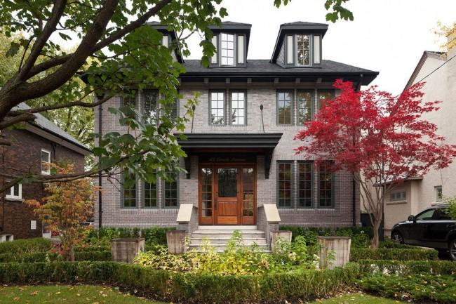 Фасад под кирпич прекрасно сочетает в себе традиционную строгость, элегантность и утонченность с невероятной практичностью